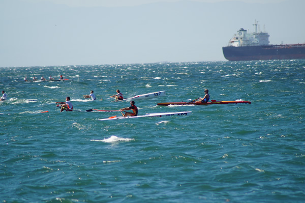 mehrere Coastal Ruderer in Euro Diffusions Booten