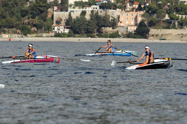 Erstplatzierten bei Damen Coastal Rowing Finale Weltmeisterschaft Monaco in Euro Diffusion's Booten