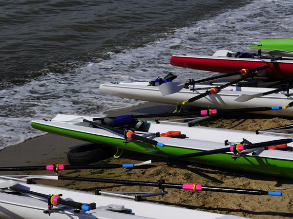Coastal Rowing Boote von Euro Diffusion's bei Fast-Sports am Schönberger Strand